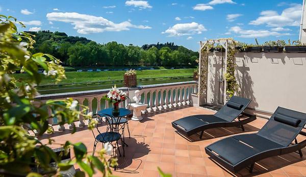 Отель в центре Флоренции 4 звезды с парковкой 25 евро в сутки