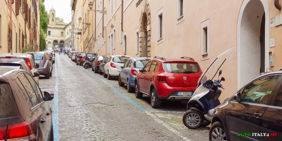 Разметка парковки в Италии -синия линия платная почасовая