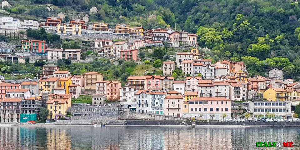 Города на озере Комо в Италии вид с прогулочного кораблика