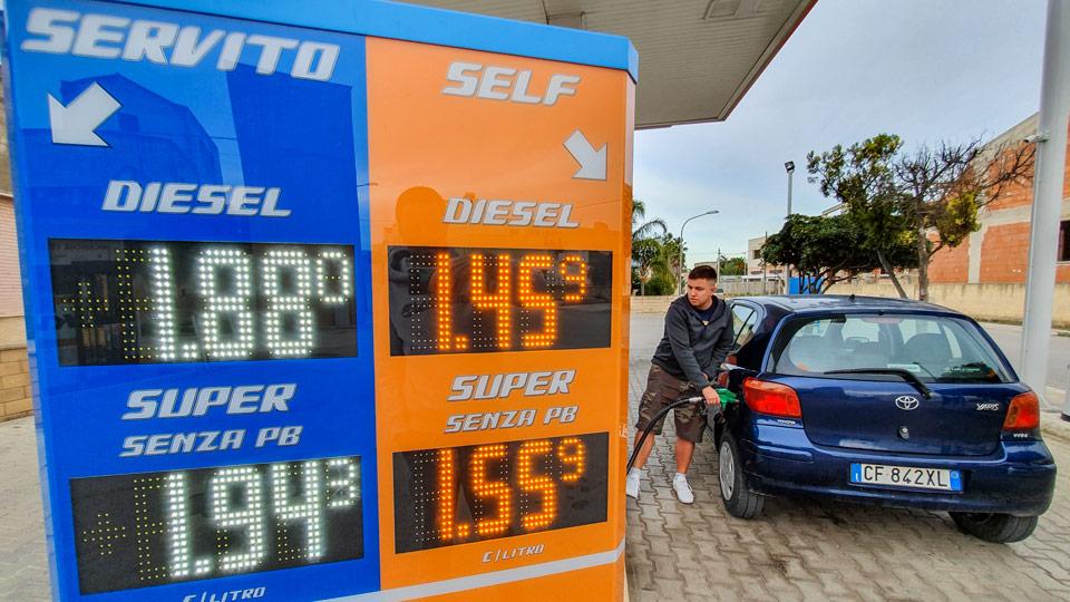 Автоматическая заправка в Италии стоимость топлива