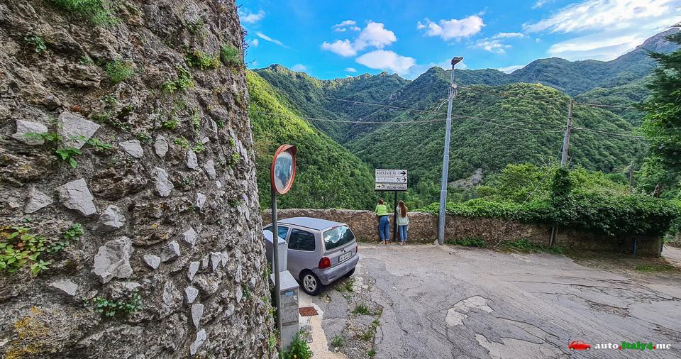 город Кава-де-Тиррени вид на горы