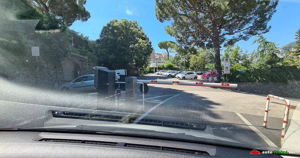 Въезд на парковку в Равелло