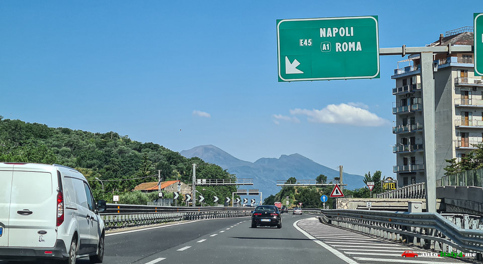 Участок трассы A3/E45 в направлении вулкана Везувий