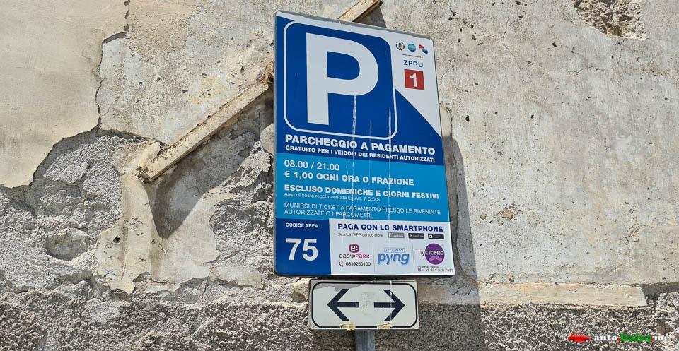 Знак парковки в Салерно